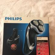 飛利浦PHILIPS PT920CC 水洗三刀頭電鬍刀(含沖洗座)